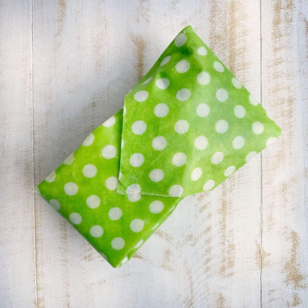 https://cdn.shopify.com/s/files/1/0060/2580/5912/products/beeswax_wrap_covered_avocado_from_collombatti_naturals_2a53937f-379d-4a04-8720-f2b4537ff384_1024x1024@2x.jpg?v=1567397221