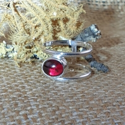 Double Sided Ring with 2.5 ct Garnet