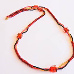Lady's Necklace in Red Gold & Black