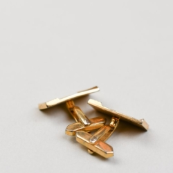 A PAIR OF 1960S DIAMOND CUT GOLD PLATED CUFFLINKS