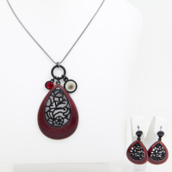 Red Necklace/pendant with matching earrings set – LAST ONE – FREE POSTAGE