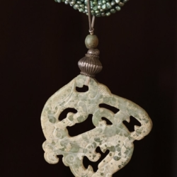 A DESIGNER JADE AND FRESHWATER PEARL NECKLACE