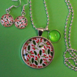 NEW RELEASE – Small Holly Christmas Theme Necklace and Earrings – FREE POSTAGE – 13 other designs available.