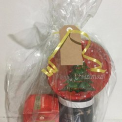 Christmas Hamper – Personalised Mug with Tea and Biscuits