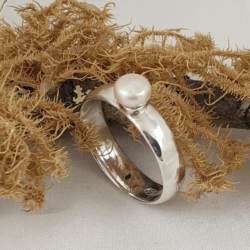 Sterling Silver Ring with Freshwater Pearl