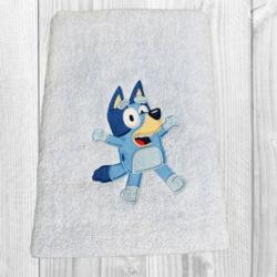PERSONALISED EMBROIDERED BATH TOWEL – BLUEY