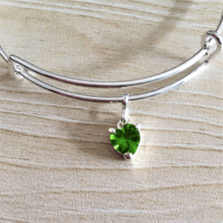 Elegant Green Crystal Heart Bangle – expandable to 21cm