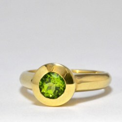 9ct Gold Ring with Peridot