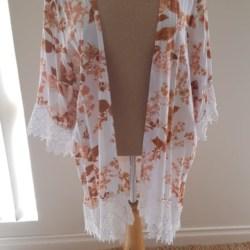 Ruby Lace Kimono – Floral Amber