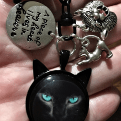 'A Piece of my Heart lives in Heaven' Cat Key Chain / Bag Clip