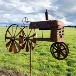 RUSTY TRACTOR WIND SPINNER
