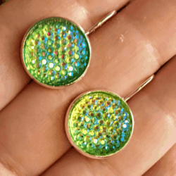 Pretty Iridescent Green Lever-back Earrings – Stainless steel