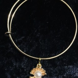 Pretty Shell with Faux Pearl Expandable Bangle – Child size