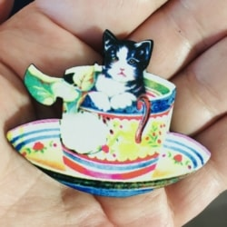 Cute Kitten in a Teacup Brooches / Pins / Embellishments