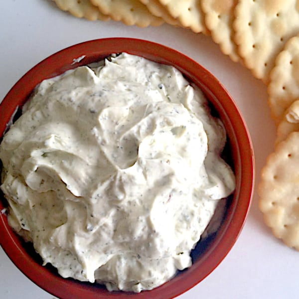 garlic and herbs dip made up with sour cream and crackers