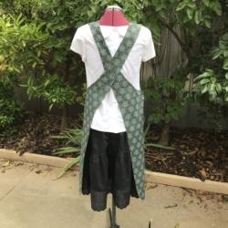 Reversible Apron/Cross Back Apron/Pullover Apron/Japanese style/cross fit apron/women's apron/pinafore apron