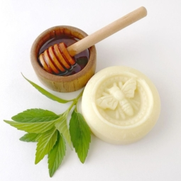 Collombatti Naturals - Honey and peppermint lotion bar - one lotion bars with a sprig of peppermint and a small wooden bowl of honey with a wooden honey dipper