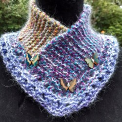 Soft and snuggly cowl in pure wool and cashmere