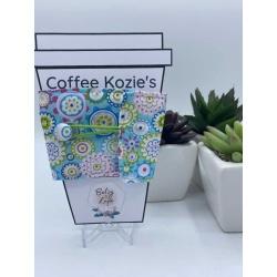 Coffee Kozie – Blue Circles & Flowers – green elastic