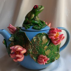 Green Tea Teapot with Frogs and Lily Pads