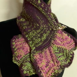 Small neck scarf in burgundy and green wool, silk and cotton