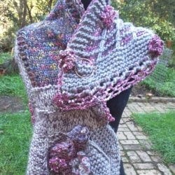Handknitted scarf/shawl with leaves and flowers